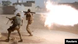 De acuerdo al General Haider Fadhil, los yihadistas respondieron disparando misiles guiados antitanque para detener su avance.