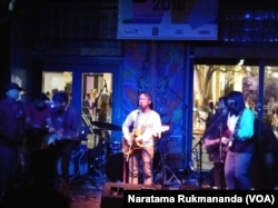 Vokalis Efek Rumah Kaca, Cholil Mahmud, di SXSW Music Festival 2018. (VOA/Naratama Rukmananda)