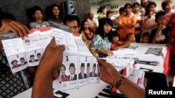 Seorang pengamat menilai pemilu legislatif dan Pilpres yang berlangsung terpisah menyalahi konstitusi dan memboroskan uang rakyat hingga Rp120 triliun (foto: ilustrasi).