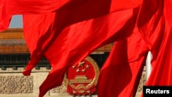 資料照:天安門廣場紅旗後的北京人大會堂