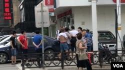 網友轉給VOA的據信美國之音記者在瀋陽被騷擾照片
