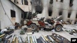 Un complexe des services de sécurité pris par les insurgés à Benghazi