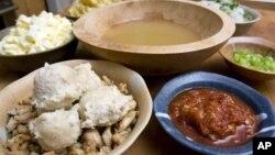 Bakso, salah satu makanan favorit di Indonesia. (Photo: AP Photo/Larry Crowe)