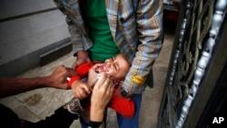 一名兒童接種小兒麻痹症疫苗