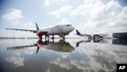 ថ្ងៃទី២៦ តុលា យន្តហោះ Airbus A300 របស់ក្រុមហ៊ុន Thai Airways បានចតក្នុងព្រលាន Don Muang ដែលលិចដោយទឹកជំនន់ ក្នុងទីក្រុងបាងកក។