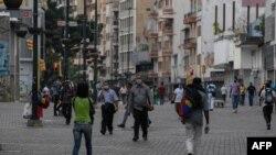 ဗင္နီဇြဲလားႏိုင္ငံ Caracas ၿမိဳ႕မွာ ေတြ႕ရတဲ့ လူတခ်ိဳ႕ (ေမ ၁၄၊ ၂၀၂၀)