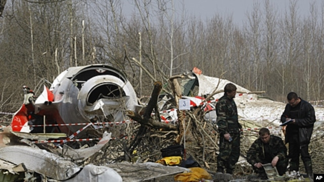 Russian investigators work near the wreckage of the Polish presidential plane, that crashed just outside the Smolensk airport, western Russia, April 11, 2010