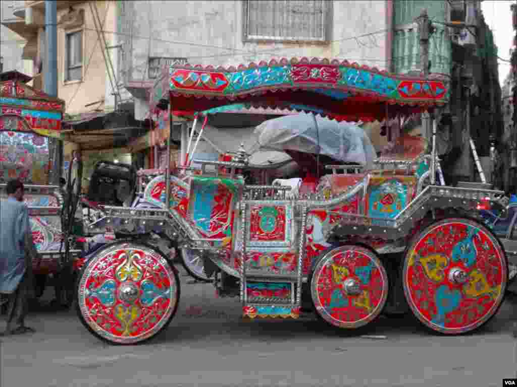 بگھیوں کی سواری کی روایت کو برقرار رکھنے کیلئے ان کو خوبصورتی سے سجاکر شادی کی تقریبات میں استعمال کیا جارہاہے