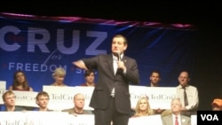 GOP Presidential candidate Ted Cruz speaks to enthusiastic supporters in Frederick, Maryland, April 21, 2016. (R. Green / VOA)