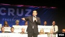 ຜູ້ສະໝັກແຂ່ງຂັນ ຈາກພັກຣີພັບບລີກັນ ທ່ານ Ted Cruz ກ່າວຖະແຫລງຕໍ່ພວກສະໜັບສະໜູນທີ່ກະຕືລືລົ້ນ ໃນເມືອງ Frederick, ລັດ Maryland, ວັນທີ 21 ເມສາ 2016. (R. Green / VOA)