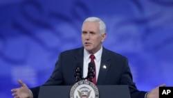 លោកអនុប្រធានាធិបតី Mike Pence ថ្លែងនៅសន្និសីទសកម្មភាពនយោបាយអភិរក្សនិយម ឬហៅកាត់ថា CPAC នៅ National Harbor កាលពីថ្ងៃទី២៣ ខែកុម្ភៈ ឆ្នាំ២០១៧។