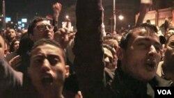 反对穆尔西的埃及抗议者高呼口号