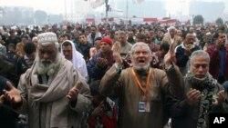 군부의 과도통치 종식을 요구하는 이집트 시위대