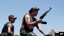 Arsal'ın dış mahallelerinde İslamcı militanlarla savaşan Lübnan birlikleri