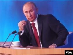 普京在去年年底的莫斯科新聞發布會上。(美國之音白樺拍攝)