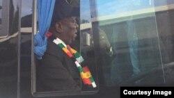 FILE: UMongameli Emmerson Mnangagwa wethulela uzulu amabhasi koBulawayo.