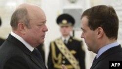 Глава СВР Михаил Фрадков с президентом России Дмитрием Медведевым