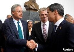 El presidente interino de Venezuela, Juan Guaidó, se reunió el martes 19 de febrero de 2019 con diplompaticos europeos basados en Venezuela.