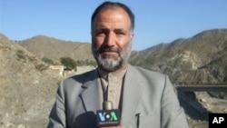 مکرم خان عاطف وائس آف امریکہ کی پشتو سروس 'ڈیوہ' کی نمائندگی کیا کرتے تھے۔