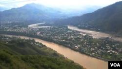 رودخانه ای که دو بخش کشمیر را از هم جدا می کند