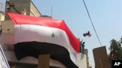 미 대사관 앞에서 시위를 벌이는 시리아 친정부 세력