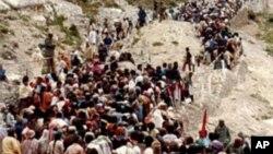 پہلگام میں امارناتھ کی مقدس غار میں داخل ہونے کے لیئے قطار