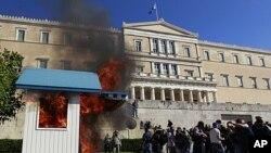 Βίαια επεισόδια σημάδεψαν την συγκέντρωση στο κέντρο της Αθήνας