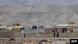 Căn cứ quân sự ở tỉnh Laghman của Afghanistan, nơi vừa xảy ra vụ đánh bom tự sát giết chết các quân nhân NATO và Afghanistan, ngày 16 tháng 4, 2011