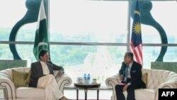وزیر اعظم عمران خان اور ملائیشین ہم منصب مہاتیر محمد کے درمیان ون آن ون ملاقات بھی ہوئی۔