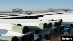 지난해 11월 미국 노스데코타 주 개스코인 시 창고에 캐나다와 미국을 연결하는 키스톤 XL 송유관 건립에 사용될 파이프들이 쌓여있다.