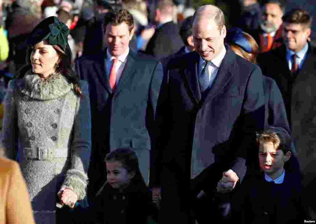 영국 왕실 가족들이 크리스마스 예배들 드리기 위해 영국 샌드링엄의 성 마리아 막달레나 교회에 도착했다.