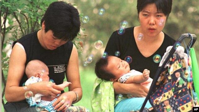 """Menurut Diane Stewart, pejabat dana populasi PBB (UNFPA), sepertiga pertumbuhan negara-negara """"macan Asia"""" disebabkan oleh meningkatnya fasilitas keluarga berencana (foto: dok)."""