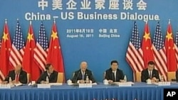 习近平(左2)和拜登(左3)在中美企业家座谈会上(2011年8月资料照)