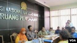 Posko Kemanusiaan Lintas Iman dan Forum Cinta Damai Aceh Singkil mengadu ke Komnas HAM. (VOA/Fathiyah Wardah)