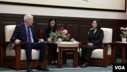 美國在台協會主席莫健和台灣總統蔡英文12月11日在台灣總統府進行會晤(來源:台灣總統府)