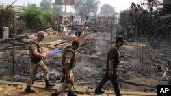 Ann Ejip, otorite yo tabli yon eta dijans aprè gouvènman an te lanse yon operasoyn sere-boulon kont patizan Prezidan Mohamed Morsi yo –operasyon ki koze lanmò omwen 420 moun.