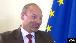 တပ္နဲ႔ အစိုးရ အေပးအယူ ညီတူညီမွ်ျဖစ္ဖို႔ EU သံုးသပ္အႀကံျပဳ