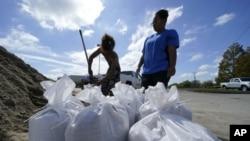 Stanovnici Luizijane pripremaju se za nalet uragana Delta (Foto: AP/Gerald Herbert)