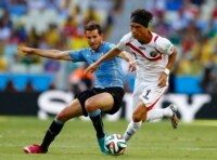 Uruguay's Christian Stuani (L) and Costa Rica's Christian Bolanos fight for the ball during their 2014 World Cup Group D soccer match at the Castelao arena in Fortaleza June 14, 2014.