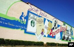 This mural, saluting legendary ragtime-music composer Scott Joplin, decorates a building on the Texas side of Texarkana, where he was born.