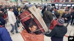 消費者瘋狂購物。