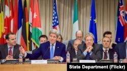 美国国务卿克里在罗马举行的23国外长会议上讲话。 (2016年2月2日)