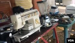 Las ventas de garaje tomaron auge en Venezuela hace cuatro años con la ola migratoria, pero hoy día se realizan para financiar necesidades básicas.