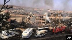 26일 터키 남부 치즈레의 경찰 검문소에서 차량폭탄 공격이 발생해 경찰관 수십명이 숨지거나 다쳤다.
