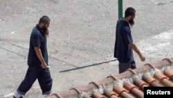 Hai người Uighur được trả tự do khỏi Guantanamo vào năm 2006 tại một trung tâm tái định cư ở Tirana, Albania.