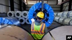 美國德州鋼鐵工人工作情形。