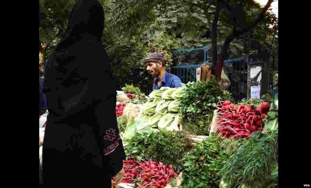 다마스쿠스 거리에서 야채를 판매하는 노점 상인