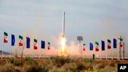 2020年4月22日發佈的一張圖片顯示,伊朗在新冠疫情期間發射了首枚軍事衛星。
