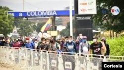 Migrantes venezolanos abandonan Colombia y regresan a su país a través de la frontera de Cúcuta. [Foto: Cortesía de la Alcaldía de Cúcuta].