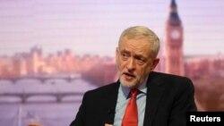 Le chef de l'opposition travailliste britannique Jeremy Corbyn prenant part à l'émission 'Andrew Marr Show' de la BBC, à Londres le 15 janvier 2017